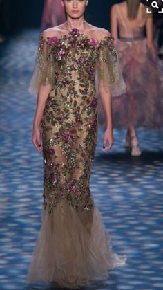 Get inspired and discover Marchesa trunkshow! Shop the latest Marchesa collection at Moda Operandi. Fashion 2017, Couture Fashion, Runway Fashion, Fashion Show, Beautiful Gowns, Beautiful Outfits, Georgina Chapman, Marchesa Fashion, Marchesa Spring