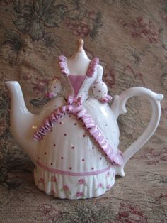 I have a thing for teapots...especially pretty little ones like this!!