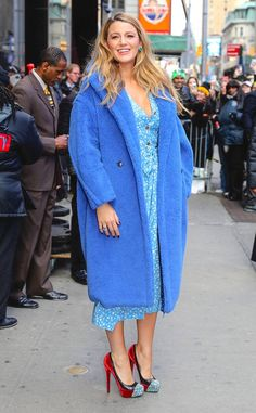 Keeping things monochromatic, Blake rocked an all-blue ensemble comprised of a silky powder blue dress and an oversized teddy coat. To add a pop of color, she opted for a pair of red velvet heels. Blake Lively Street Style, Red Velvet Heels, Powder Blue Dress, Blue Dresses, Dresses With Sleeves, Wide Brimmed Hats, Blue Crush, Old Hollywood Glamour, Nyc Fashion