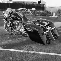 "Credit to @uknowhu ===================== Follow & Tag ""HD Tourers and Baggers"" on Instagram Facebook Twitter & across the Web. ===================== #hdtourersandbaggers ===================== #instamotogallery #instamoto #motorcycles #harleydavidson #roadkingclassic #roadking #roadglide #streetglide #softail #showoffmyharley #harleysofinstagram #harleylife #bikelife #bikersofinstagra #bikestagram #motorcyclelife #harleyriders #customharley #throttlezone #harleydavidsonnation…"