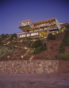 Built by Mathias Klotz in Zapallar, Chile with date 2007. Images by Roland Halbe. Casa Once Mujeres is a vacation home at Beranda. It stands on a site sloping down to Cachagua beach on the Pacific, 1...