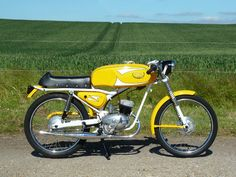 I had one of these in when I was 16 and 17 . It was one of the faster 50 c Ducati Classic, Classic Bikes, Vintage Moped, Vintage Motorcycles, 50cc Moped, Custom Moped, Motorcycle Manufacturers, Mini Bike, Cool Bikes