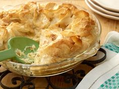 Easter Pie : Easter pie is an Italian springtime tradition, but it's easy enough to make year-round. Giada de Laurentiis' sweet version has a ricotta-orange filling with a tender phyllo-dough shell. Easter Buffet, Easter Pie, Easter Brunch, Easter Dinner, Easter Food, Happy Easter, Giada De Laurentiis, Pie Recipes, Dessert Recipes