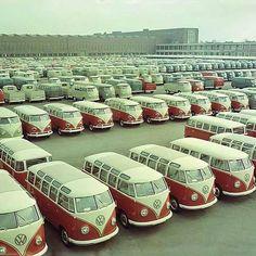 Wow - wall to wall Kombis - Internet Sourced Volkswagen Transporter, Transporteur Volkswagen, Vw Bus T1, Volkswagen Factory, Vw T3 Doka, T3 Vw, Kombi Trailer, Vw Modelle, Combi Ww