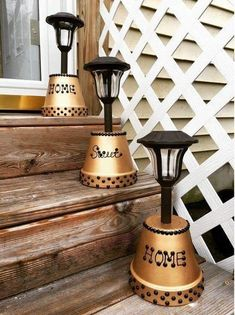 Cute idea to set out your solar lights. Table top or lining your stairs for ext. - Cute idea to set out your solar lights. Table top or lining your stairs for extra light. Clay Pot Projects, Clay Pot Crafts, House Projects, Diy Projects, Outdoor Crafts, Outdoor Projects, Flower Pot Crafts, Flower Pots, Flowers