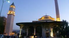 Xhamia e Et'hem Beut dhe Kulla e Sahatit Tirane. Foto Albert Vataj 2013