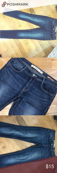 Zara Skinny Denim Jeans Zara trafaluc Denim, Mid Rise Waist. Blue Jean, Front Wash. Zipper Closure, Front and Back pockets. Eur 38, USA 6 Zara Pants Skinny