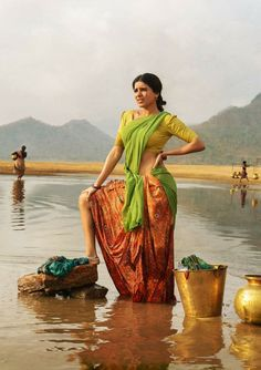 Ram Charan and Samantha Ruth Telugu Movie Rangasthalam- First Look Poster Indian Beauty Saree, Indian Sarees, Samantha Photos, Samantha Ruth, Girl Artist, Village Girl, Indian Bollywood, Indian Celebrities, India Beauty