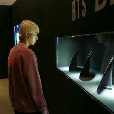 "BTS's Jin (Seokjin) at their exhibition ""Five, Always Bts Jin, Bts Bangtan Boy, Jimin, Bts Boys, Jhope, Seokjin, Namjoon, Taehyung, Atualização Do Instagram"