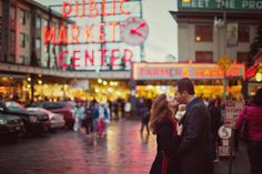 Cute engagement pic with Pike Place in the background. :)    Nani Oei Photography | Seattle Engagement Photographer