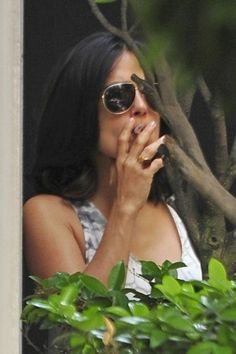 10 Celebrity Smokers Who Will Probably Surprise You - Salma Hayek Sorry, Selma -- the shades can't hide the cigarette in your mouth. Smoking Causes Cancer, Celebrity Smokers, Smoking Celebrities, Selma Hayek, Beautiful Female Celebrities, Latest Celebrity News, Real Women, Celebs, People