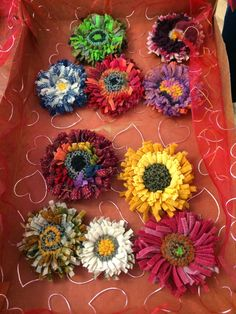 The Brick Street Bungalow: Chi Chi and Life Lessons. Yarn Flowers, Cloth Flowers, Diy Flowers, Paper Flowers, Rug Hooking, Locker Hooking, Punch Needle Patterns, Wool Quilts, Hand Hooked Rugs
