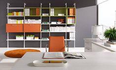 Cuando te decides a decorar esa estancia que queda vacía con una oficina para trabajar desde casa, tienes que contar con varios aspectos para que quede a tu medida. Elegir la mesa, la silla o las estanterías son algunas de las elecciones más importantes que harás.