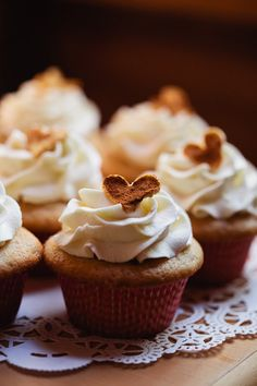 Cinnamon heart cupcakes. Photography by jwestwedding.com,