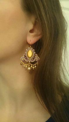 Zloty sutasz kolczyk Soutache Necklace, Beaded Earrings, Earrings Handmade, Drop Earrings, Soutache Tutorial, Shibori, Beaded Embroidery, Jewelery, Jewelry Design
