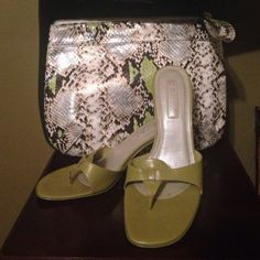Unisa leather sandals sz 6 These leather sandals are EUC. The purses are for sale also. The small very stylish faux snakeskin bag is an Elizabeth Arden and the large bag is a Sun and Sand beach style bag/tote. The shoes are an olive green color and the colors in both bags match it perfectly. Unisa Shoes Sandals
