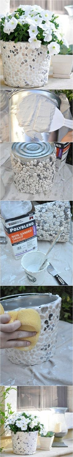 DIY Stone Pots from paint buckets DIY Macetero decorado con piedras Fun Crafts, Diy And Crafts, Creative Crafts, Creation Deco, Ideias Diy, Crafty Craft, Outdoor Projects, Garden Projects, Outdoor Crafts