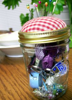 Easy mason Jar Sewing Kit tutorial - would make such a sweet gift