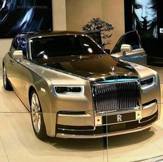 Phantom is the signature Rolls-Royce; an iconic and enduring interpretation of the modern motor car. Explore down for the Best Rolls Royce Phantom For Him. Auto Rolls Royce, Voiture Rolls Royce, Bentley Rolls Royce, Rolls Royce Phantom, Luxury Sports Cars, Top Luxury Cars, Sport Cars, Koenigsegg, Maserati