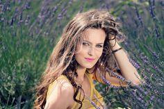 Anna Pikura poleca - nowość! TERAPIA WYPADAJĄCYCH WŁOSÓW Mezoterapia igłowa to zabieg, który jest skuteczną terapią wypadających nadmiernie włosów. Zabieg powoduje odżywienie włosów, ich wzmocnienie, regenerację, zahamowanie wypadania i stymulacje wzrostu. Cena od 350 zł * *Cena zależy od ilości użytego preparatu i jest ustalana z lekarzem podczas konsultacji przed zabiegiem! Czas promocji ograniczony!