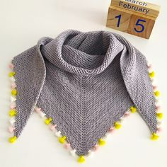 f701ec3a6b3 Tiny Tassels Dovetail Scarf by Karin Fernandes   malabrigo Sock  Babystrikning, Strikkeprojekter, Strikkemønstre,