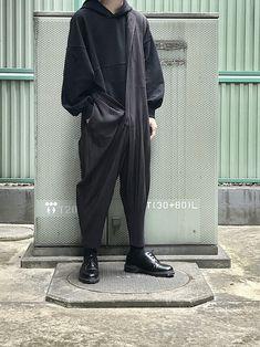 92ba34100835b プリーツのジャンプスーツを着崩し。 ちょっと黒と違う色味が良い。 Instagram→wear_s