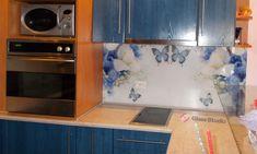 Принт стъкло с пеперуди и цветя, за гръб на кухня. Вижте още снимки от Глас Студио