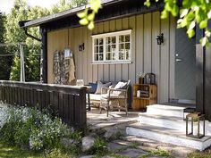 decordemon: A Swedish cottage in delightful colors Scandinavian Cottage, Swedish Cottage, Old Cottage, Cottage In The Woods, White Cottage, Cottage Style, Cottage Exterior, Forest House, Coastal Homes