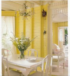 Pretty Yellow Interior home bright yellow paint decorate sunny dining cheery interior design Yellow Cottage, Cozy Cottage, Cottage Living, Cottage Homes, Cottage Style, Sweet Home, Yellow Interior, Yellow Houses, Yellow Walls