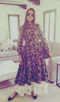 Sonam Kapoor sported geometric print in Los Angeles. Looks stunning. Sonam Kapoor's Latest Style Statement. Pakistani Dresses, Indian Dresses, Indian Outfits, Sonam Kapoor, Kurta Designs, Dress Designs, Indian Attire, Indian Ethnic Wear, Indian Couture