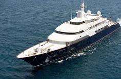 El Limitless navegando por las costas de Mallorca.