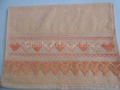 Toalha de lavabo bordada a mão em ponto vagonite, com acabamento em guipir.Cores variadas, podendo escolher. R$ 18,00