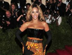 Beyonce sells 617,000 albums in 3 days on iTunes    http://globenews.co.nz/?p=6380