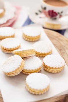 Homemade Custard Creams are delightful sugar cookies filled with a custard flavoured buttercream. Could try to tea-infuse these :) Custard Biscuits, Custard Cookies, Custard Desserts, Cream Biscuits, Delicious Desserts, Baking Biscuits, Amaretti Cookies, Anzac Biscuits, Yummy Food
