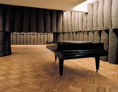 Joseph Beuys, Plight, 1958/1985. Installation, 43 rolls of felt, piano, black table, thermometer.