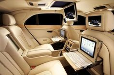 Bentley Mulsanne: Nicely plugged-in car...