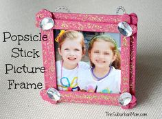 16 Back to School Crafts for Kids {Craft Round-up} (fall crafts for kids popsicle sticks) Popsicle Stick Picture Frame, Popsicle Stick Crafts For Kids, Popsicle Sticks, Craft Stick Crafts, Kids Crafts, Craft Ideas, Project Ideas, Homemade Picture Frames, Picture Frame Crafts