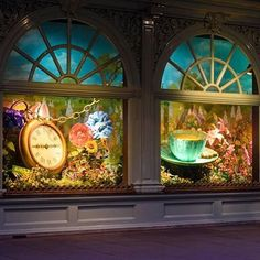 """FORTNUM & MASON,London, UK, """"Alice Through The Looking Glass"""", photo by Retail Focus, pinned by Ton van der Veer"""