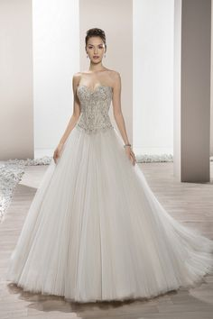 Demetrios Wedding Dress -Style 657 : This shimmering tulle ball gown with sweetheart neckline features magnificent crystal beading on the bodice and basque waist. Wedding Dresses Photos, Wedding Dress Styles, Designer Wedding Dresses, Bridal Dresses, Girls Dresses, Flower Girl Dresses, Tulle Ball Gown, Ball Gowns, Beautiful Prom Dresses