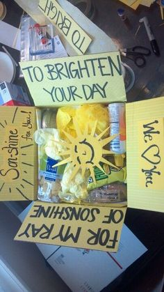 Geschenkideen Geburtstag - My first themed care package Missionary Care Packages, Deployment Care Packages, Creative Gifts, Cool Gifts, Diy Gifts, Cancer Care Package, Care Box, Care Care, College Gifts