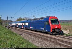 Net Photo: 450 017 SBB Re 450 at Jestetten, Germany by Urs Diener Location Map, Photo Location, Db Ag, Commuter Train, Electric Locomotive, Train Set, Germany, Swiss Railways, Switzerland