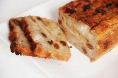 """Un reste de vieux de pain tout sec prend la poussière dans votre cuisine ? Originaire de ma bonne vieille région du Nord-Pas-de-Calais, """"eul Pain d'chien"""" est un pudding au pain, parfait pour utiliser les restes de pain rassis. Appelé aussi le """"pouding du Nord"""", cette recette se cuisinait dans les familles de mineurs peu…"""
