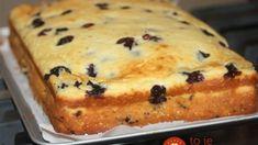 Krémový tvarohovo-krupicový koláč: Do cesta len primiešať ovocie alebo sušené hrozienka a máte najlepší dezert ku kávičke!