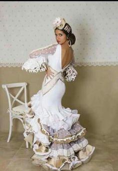 What a beautiful dress Flamenco Costume, Flamenco Dancers, Dress Outfits, Fashion Dresses, Dress Up, Dance Dresses, Bridal Dresses, Flamenco Dresses, Flamenco Wedding