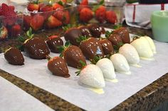 Chocolate Covered Strawberries Discover How To Perfectly Dip Chocolate Covered Strawberries Chocolate covered strawberries are always fun but on Valentines Day they are a special treat! Enjoy these easy to make deliciously delectable delights! How To Make Chocolate, Best Chocolate, Homemade Chocolate, Chocolate Recipes, Chocolate Art, Dipping Chocolate, Chocolate Covered Fruit, Chocolate Dipped Strawberries, Strawberry Dip