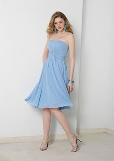 A-line bridesmaid dress with strapless neckline and knee length. The bodice is ruched to creat radiant shape. Free made-to-measurement service for any size. Available colors seen as in Color Options.