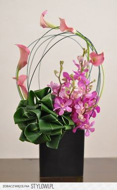 Dracaena orchids, calla lilies, mokara, pan reed - This is absolutely STUNNING ! Arte Floral, Deco Floral, Arrangements Ikebana, Modern Flower Arrangements, Flower Show, Flower Art, Art Floral Japonais, Fleur Design, Corporate Flowers