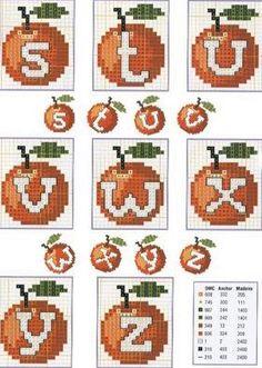 Un bonito y precioso abecedario frutal, con unas naranjas muy bonitas, para que lo bordéis a punto de cruz.