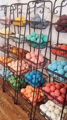 Bath Bombs Display Diy Super Ideas You are in the right place about soap store Here w Yarn Display, Soap Display, Bath Bomb Packaging, Soap Packaging, Packaging Ideas, Bath Bomb Recipes, Soap Recipes, Craft Fair Displays, Display Ideas