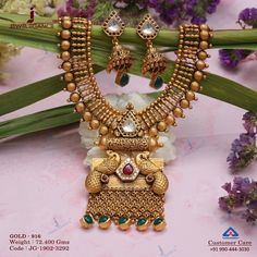 Cast yourself with special gold jewellery. Get in touch with us on Latest Gold Jewellery, Gold Temple Jewellery, Jewellery Uk, India Jewelry, Gold Bangles Design, Gold Jewellery Design, Handmade Jewellery, Gold Mangalsutra Designs, Gold Jewelry Simple